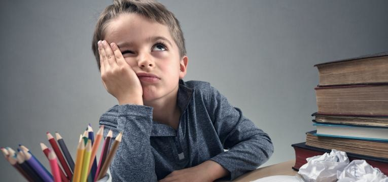 menino sem vontade de estudar