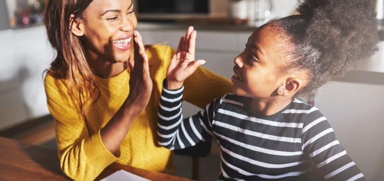 mae e filha felizes