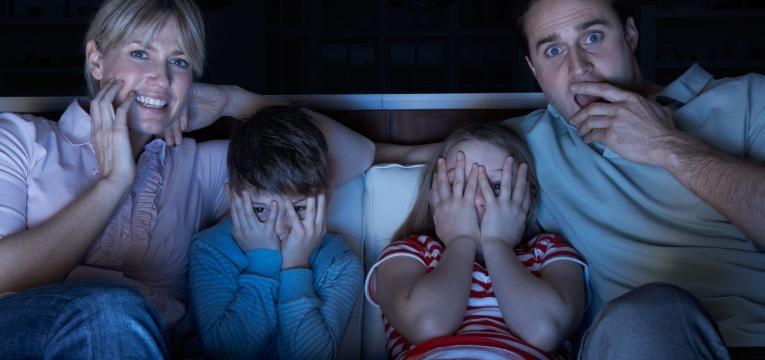 familia a ver filme