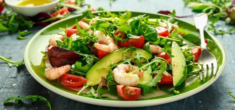 salada camarao
