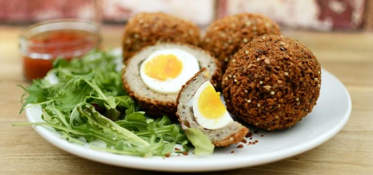 Scotch egg de frango