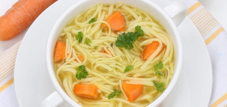 Receitas vegetarianas com poucas calorias e Sopa vegan de noodles e soja