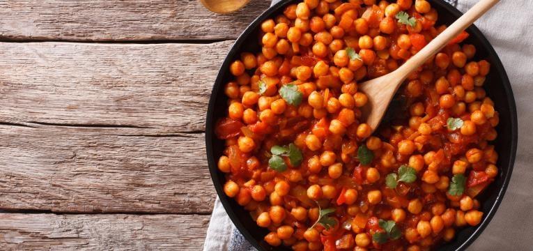 Caril de grao-de-bico e legumes