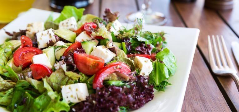 salada em restaurante