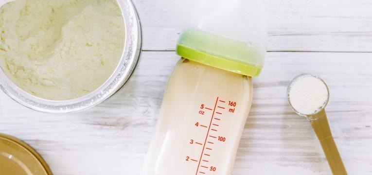 preparacao de leite para o bebe