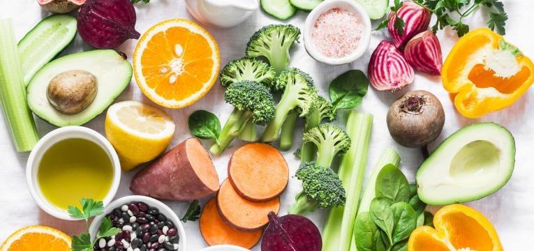 acabar com as olheiras e papos nos olhos e alimentos ricos em vitaminas