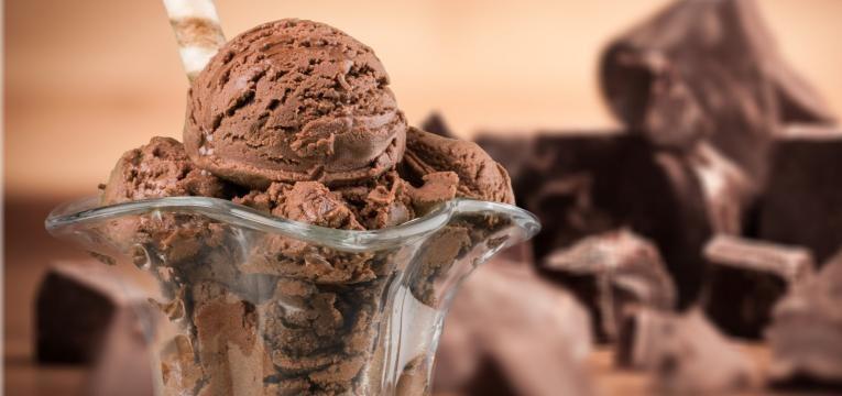 Gelado de chocolate sem lactose