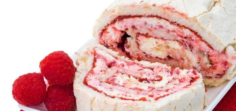 Torta recheada com geleia e gelado