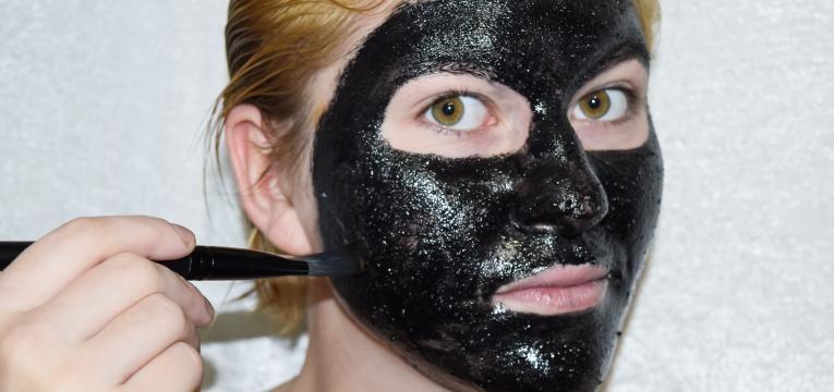 mascara com carvao ativado