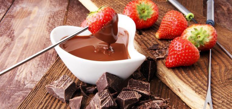 Fondue doce de chocolate simples