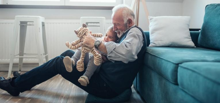 colite pseudomembranosa e idoso e crianca