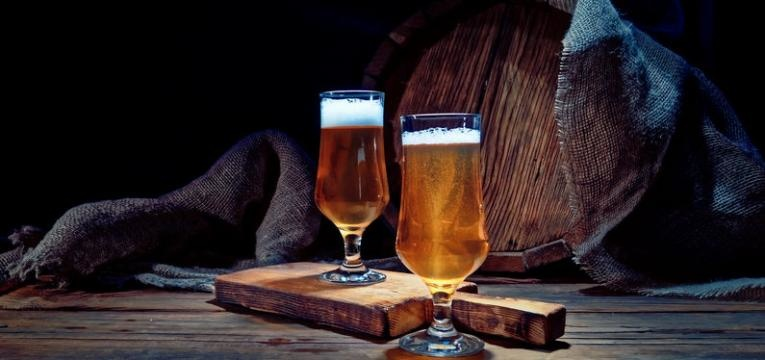 benefícios da cerveja sem alcool e com alcool