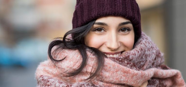 mulher protegida do frio