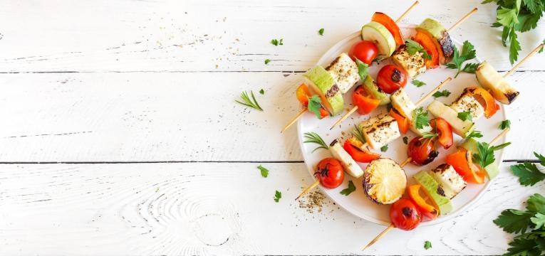 Petiscos Vegan e Espetadas de tofu marinado com vegetais