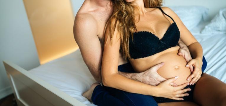 sexo durante a gravidez mulher gravida e marido