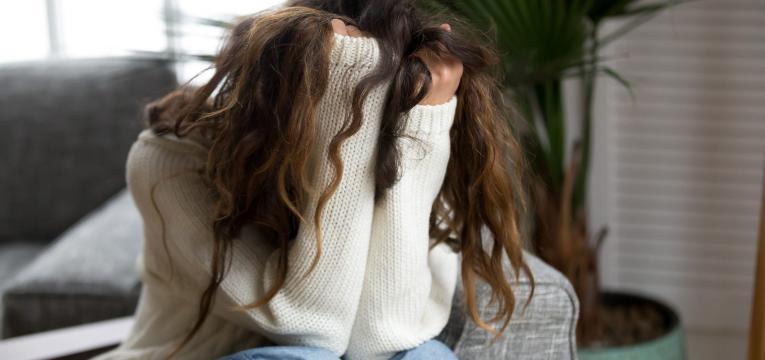 sintomas da crise de ansiedade jovem