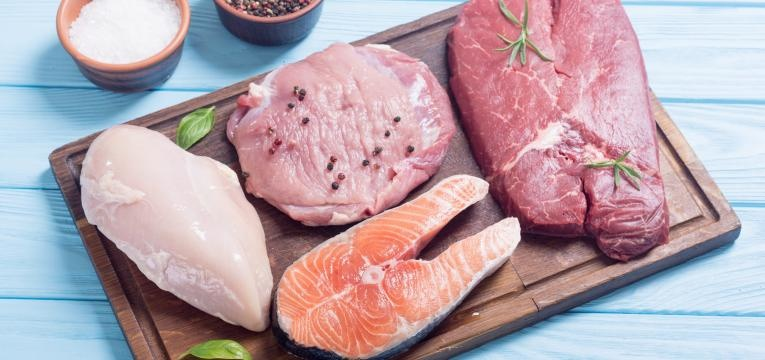 alimentos que aumentam o acido urico carne e peixe