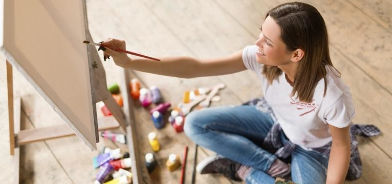 estrategias para perder peso em 2019 mulher a pintar tela