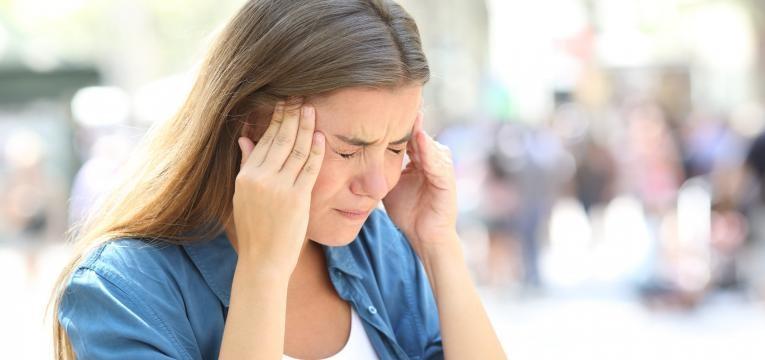 Hernia cervical mulher com cefaleias fortes