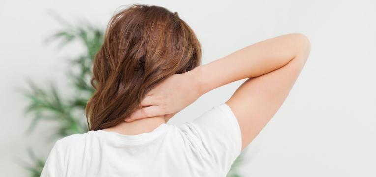 hernias discais dor forte no pescoco