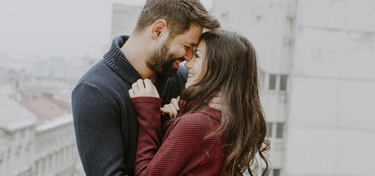 Monogamia vs poligamia casal feliz