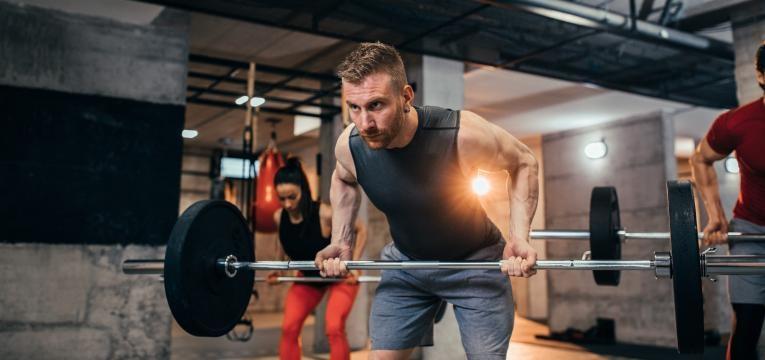exercicios de musculacao remada em pe