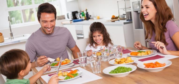 fome antes de jantar familia a jantar