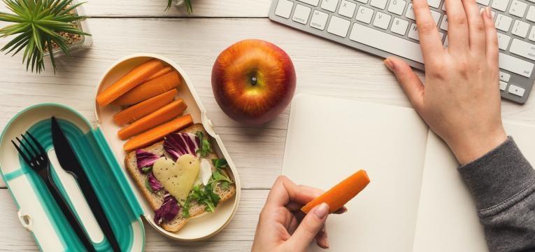 fome antes de jantar lanche no trabalho