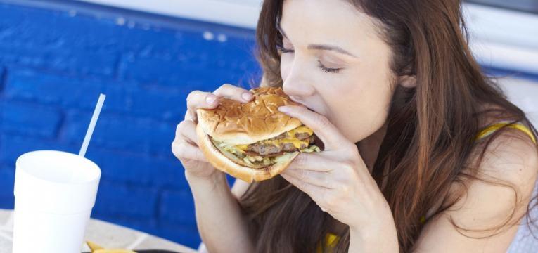 principais causas de doencas cardiovasculares comer fast food