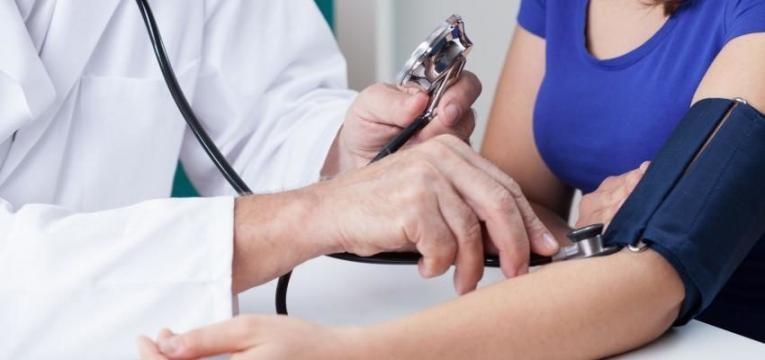 hipertensao medico a medir a tensao
