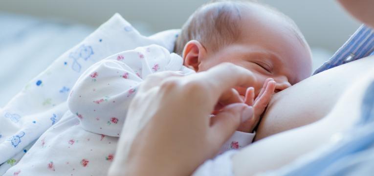 dar a luz recem nascido