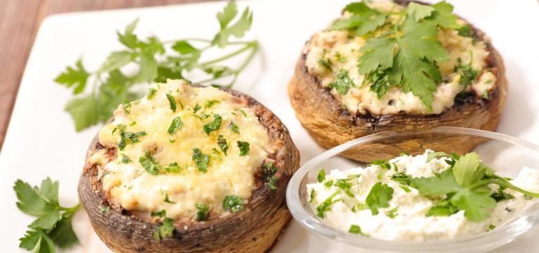 Receitas de cogumelos portobello recheados Cogumelos recheados com queijo da ilha