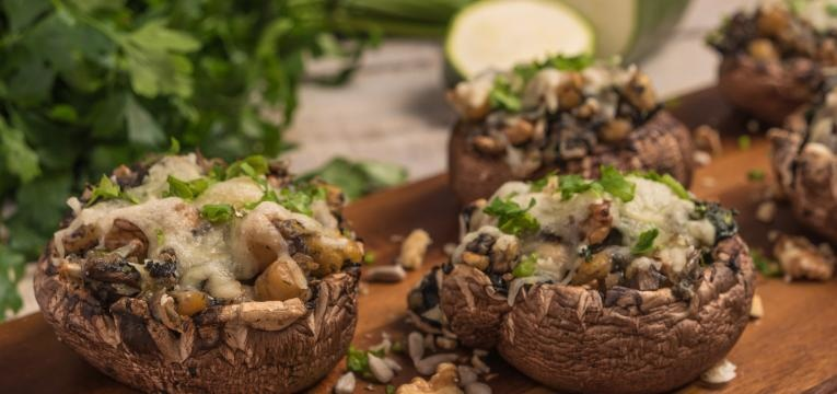Receitas de cogumelos portobello recheados Cogumelos recheados com espargos