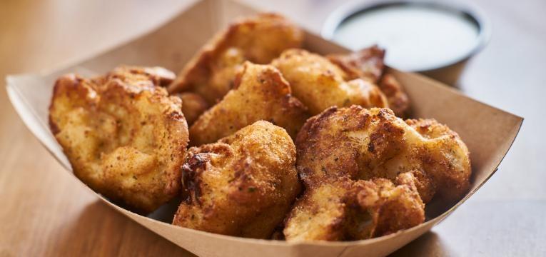 Nuggets vegetarianos com feijao branco