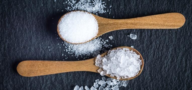 colheres de sal em excesso
