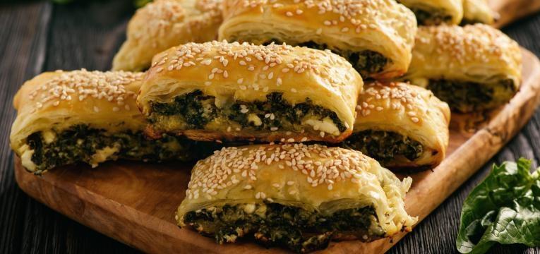 Receitas com queijo e massa folhada Folhados de espinafres e queijo