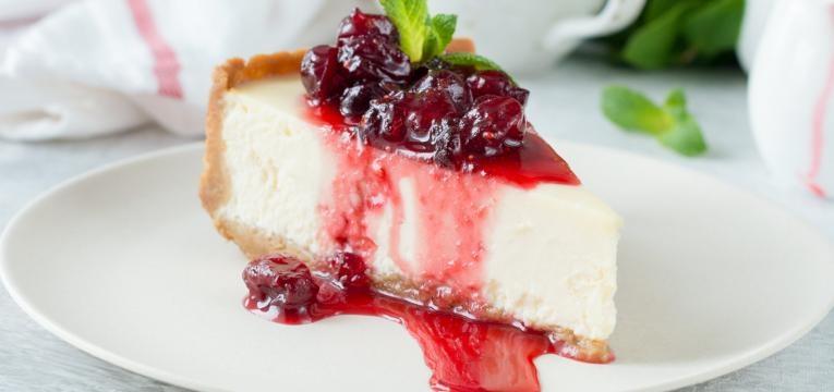 Cheesecake vegan de limao e framboesas