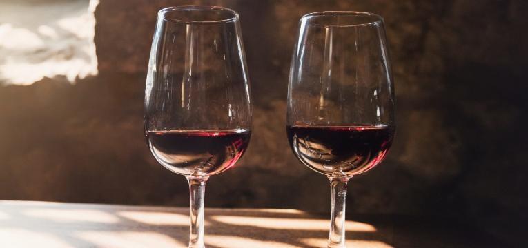 alimentos ricos em polifenois vinho tinto