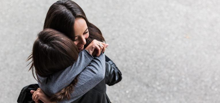 ser mais positivo abracar amiga