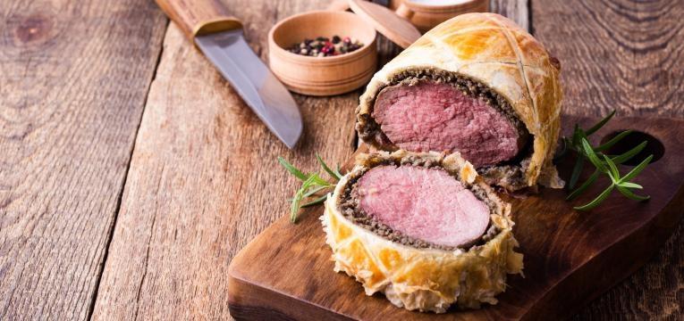 Rolo de carne recheado e folhado