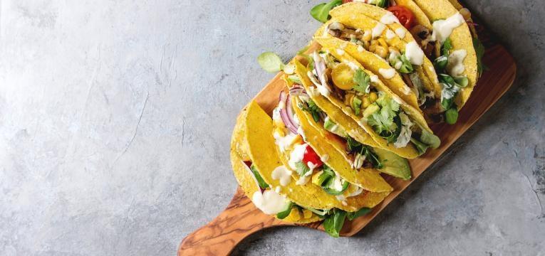 tacos vegetarianos recheio de vegetais picantes