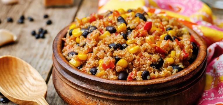 tacos vegetarianos recheio de quinoa e feijao