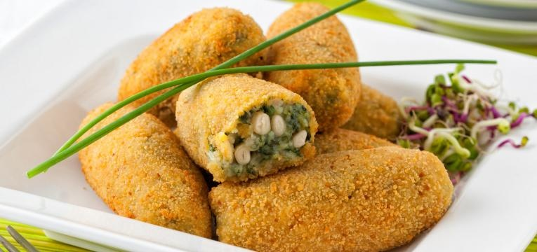 Croquete vegan de lentilhas com azeitonas