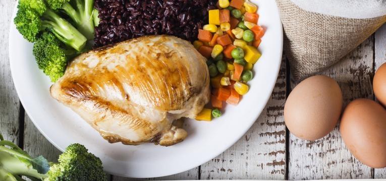 alimentacao na candidiase frango com legumes
