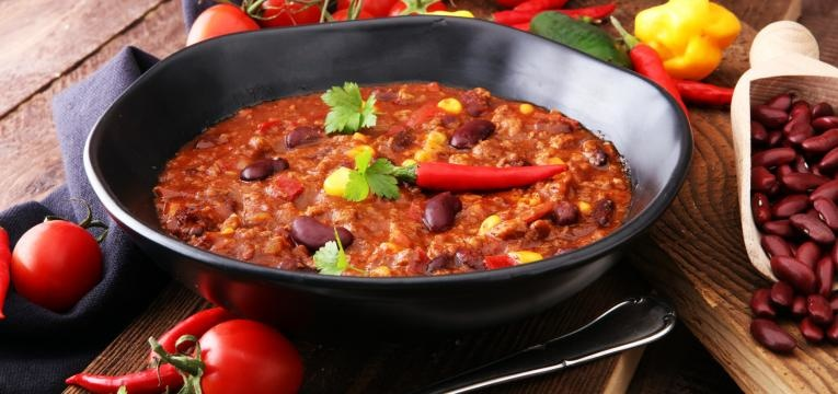 Chili com carne com chourico e feijao vermelho