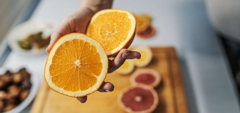 vitamina C previne constipacoes laranja