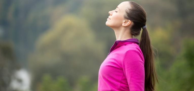 o que acontece a gordura quando emagrece mulher a respirar fundo