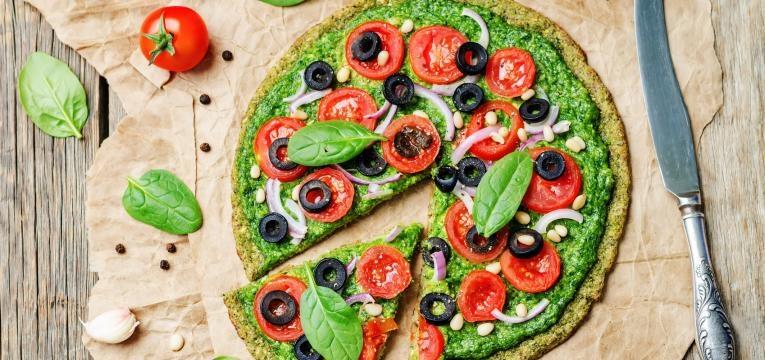 receitas vegetarianas para criancas Pizza caseira de espinafres e mozzarella