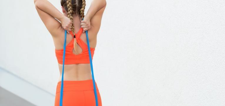 Exercicios com banda elastica para fazer em casa Tricep com banda elastica