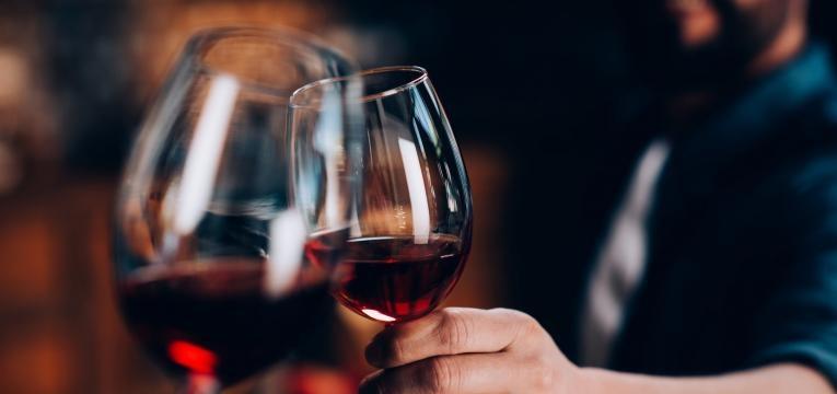 alimentacao equilibrada copo de vinho tinto
